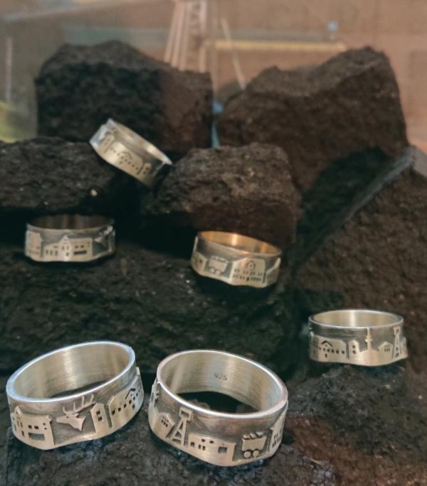 Bild vom Basche-Ring exklusive bei Juwelier Speckmann